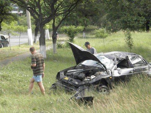 В Мариуполе «дача логан» спровоцировала ДТП и скрылась с места происшествия (ФОТО), фото-1