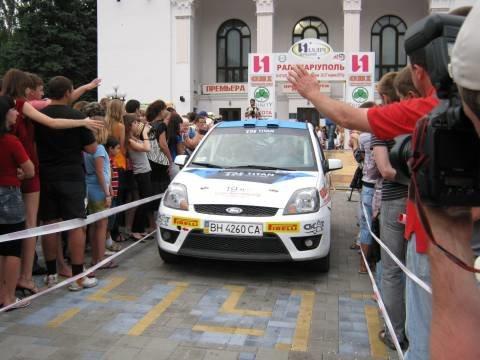 В Мариуполе гоночное авто едва не укатилось от своих владельцев (ФОТО), фото-1