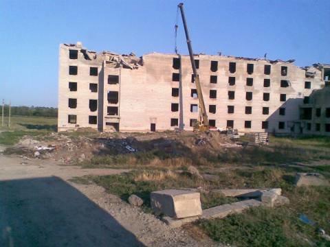 В Мариуполе  продолжают разворовывать недостроенный дом ветеранов (ФОТО), фото-1