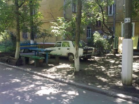 В Мариуполе водителя оштрафуют на 1360 гривен за парковку на газоне (ФОТО), фото-1