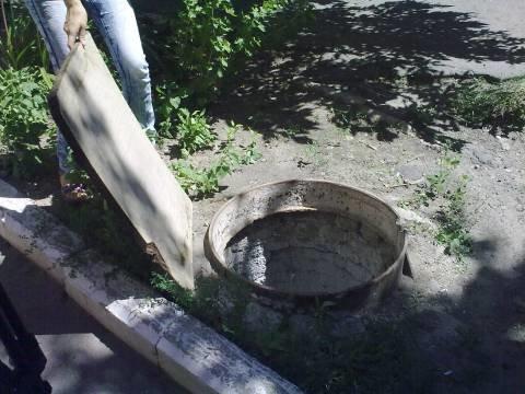 В Мариуполе 23 бесхозных люка похоронят под землей (ФОТО), фото-1