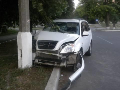 В Мариуполе автомобиль въехал в столб. Пострадала девушка-пассажир, фото-1