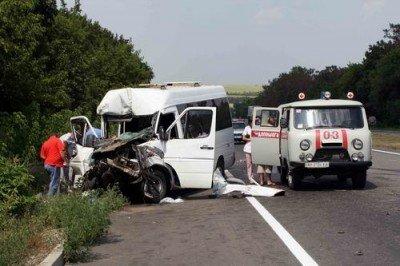 Под Донецком пассажирский автобус стал жертвой КАМАЗа. Погибла девушка, еще 12 человек травмировано(ФОТО), фото-1