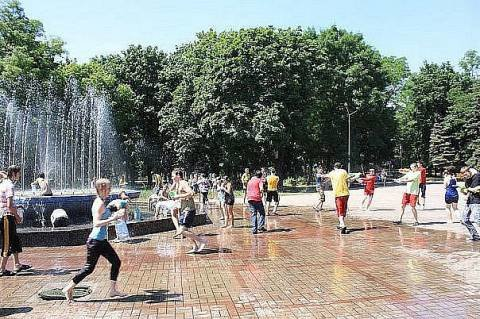 Мариупольцы  будут спасаться от жары, играя в «войнушку» , фото-1