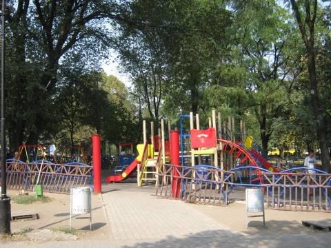 Сквер у Мариупольского драмтеатра на неделю оккупируют московские киношники (ФОТО), фото-1