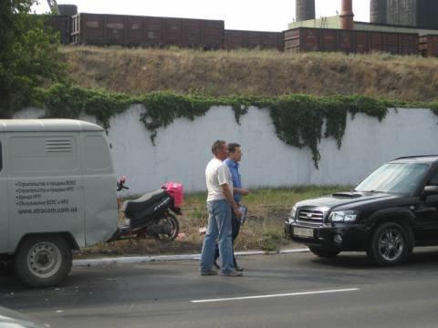 И снова мопед! На ул. Набережной в Мариуполе скутер врезался в УАЗ (Дополнено+ФОТО), фото-1