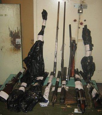 В Мариуполе у местного жителя изъяли целый арсенал оружия, фото-1