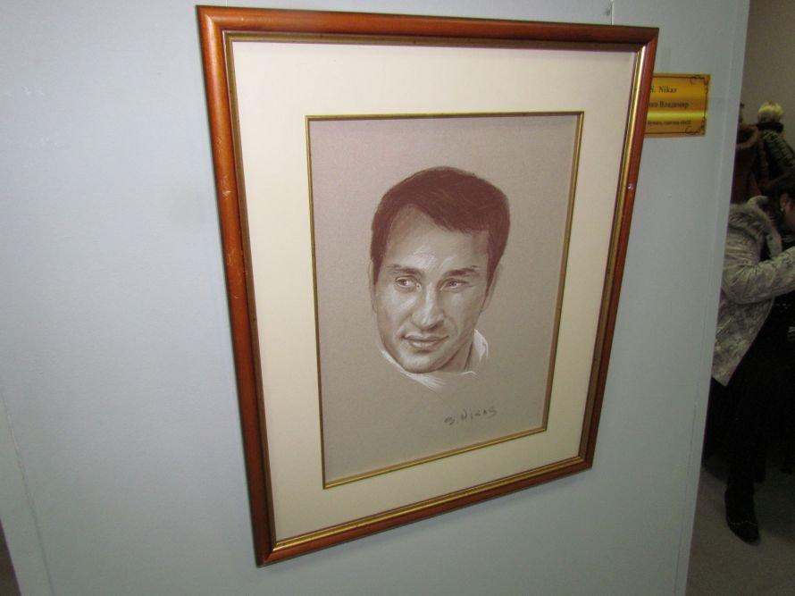 В Мариуполе презентовали выставку картин Никаса Сафронова (ФОТО), фото-10