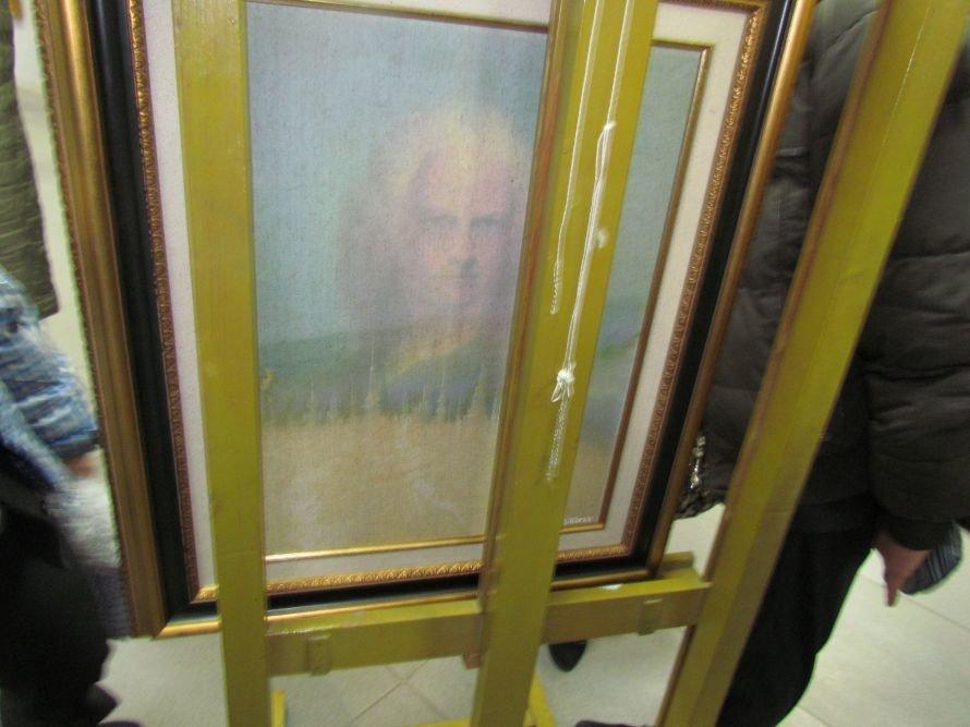В Мариуполе презентовали выставку картин Никаса Сафронова (ФОТО), фото-2