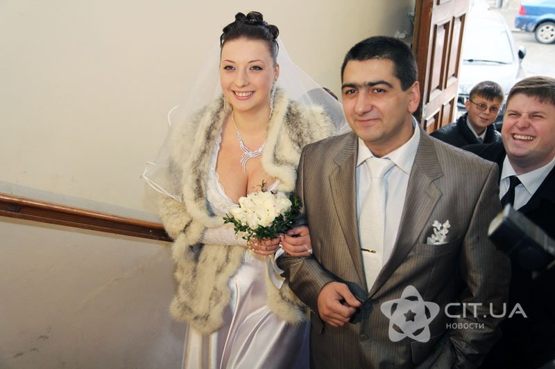 Молодожены вошли в ЗАГС Симферополя 12.12.2012 в 12 часов 12 минут (фото), фото-1