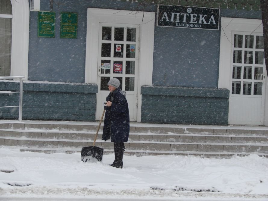 В Артемовске выпал первый снег: коммунальщики расчищают  основные перекрестки (ВИДЕО), фото-2