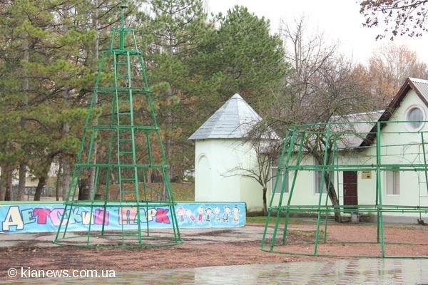 В центре Симферополя уже наряжают елки, фото-2