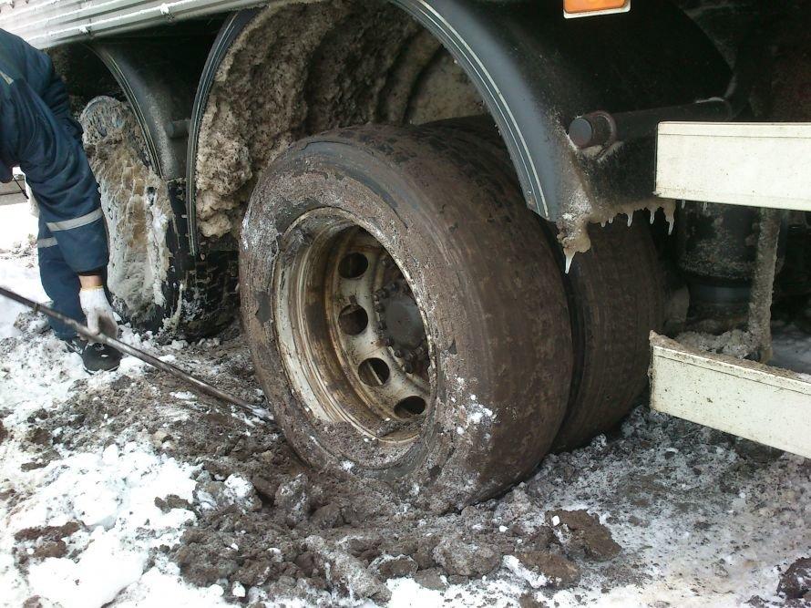 грузовик в снегу 2