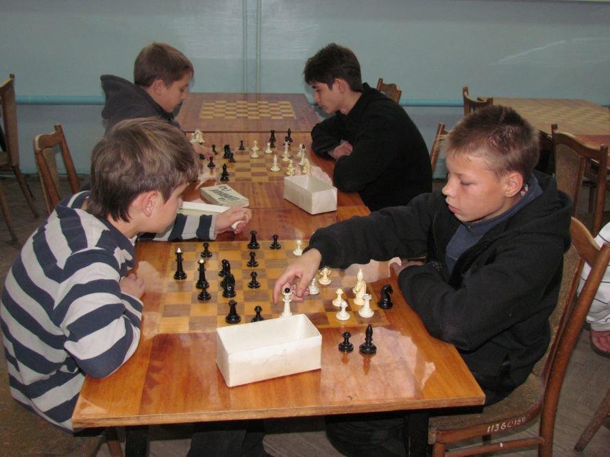 В Мариуполе детей-сирот отвлекали от компьютеров шахматами  (ФОТО), фото-7