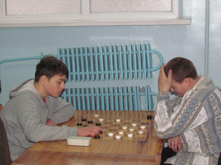 В Мариуполе детей-сирот отвлекали от компьютеров шахматами  (ФОТО), фото-8