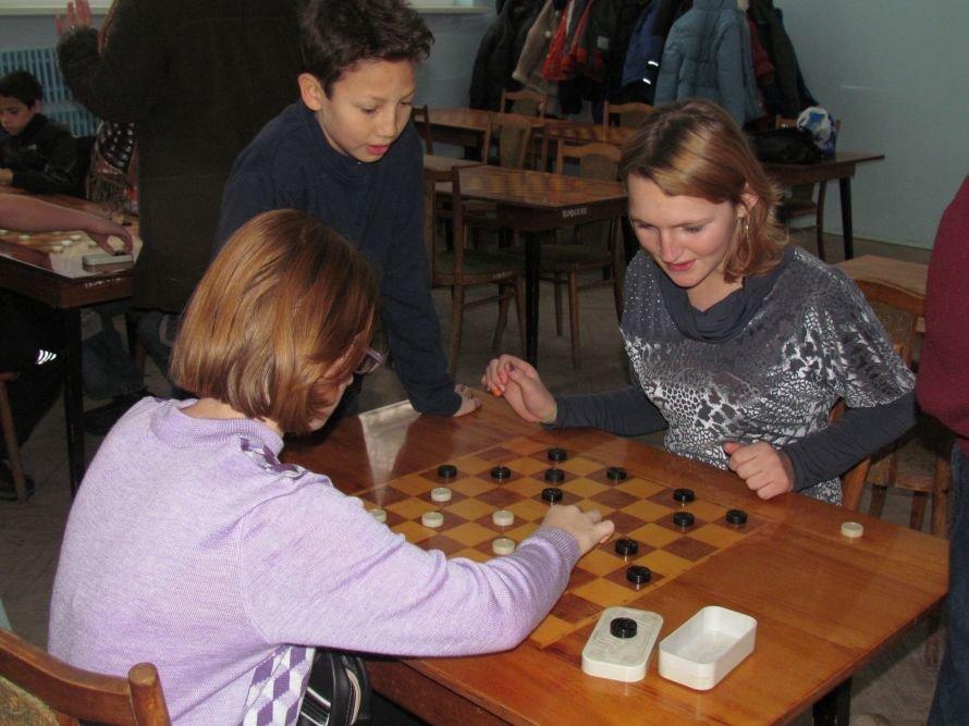 В Мариуполе детей-сирот отвлекали от компьютеров шахматами  (ФОТО), фото-6