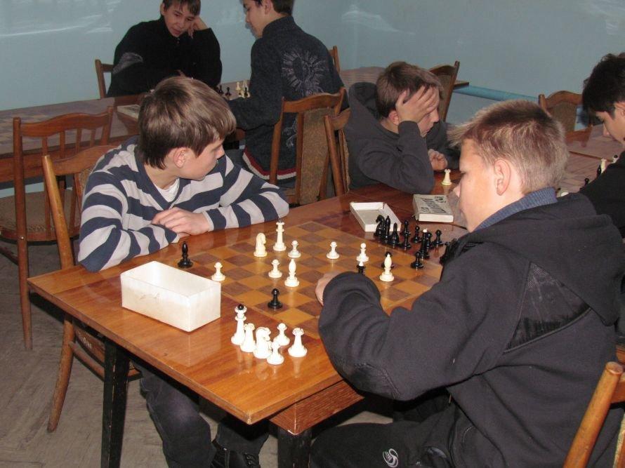 В Мариуполе детей-сирот отвлекали от компьютеров шахматами  (ФОТО), фото-3