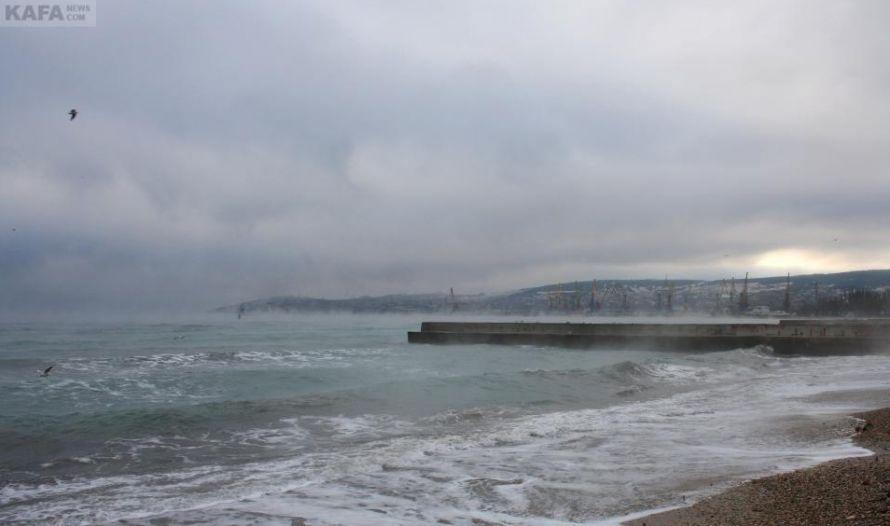 В Феодосии «закипело» море (фото), фото-2