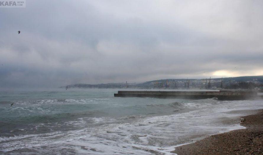 В Феодосии «закипело» море (фото), фото-1