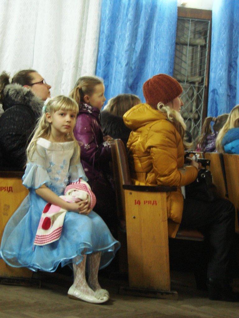 В Артемовске Святой Николай приготовил сладости для сирот и малообеспеченных, фото-1