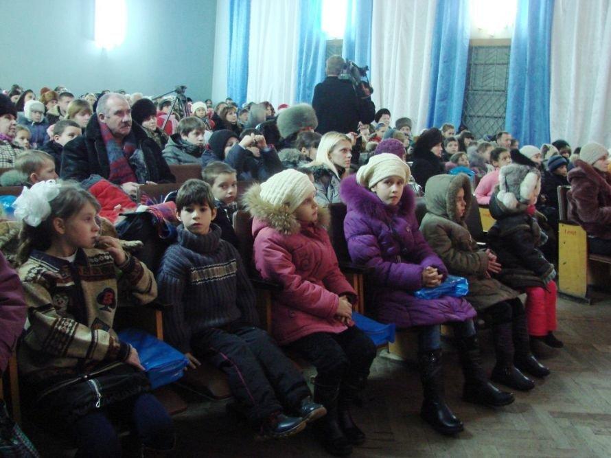 В Артемовске Святой Николай приготовил сладости для сирот и малообеспеченных, фото-2
