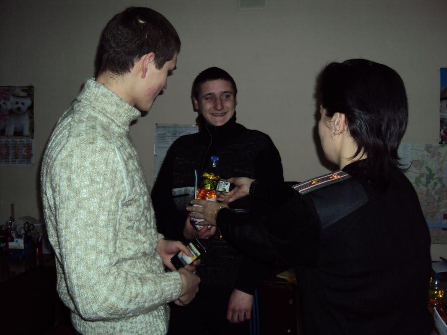 В Мариуполе осужденных накормили печеньем и развлекли рэпом (ФОТО), фото-2