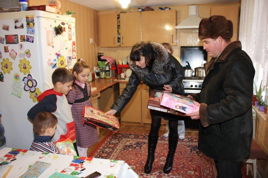 В Крюковском районе Кременчуга поздравили детей льготных категорий с Днем Святого Николая, фото-1