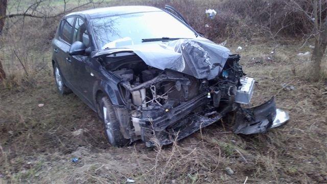 На крымской трассе перевернулась машина: двое пострадали, среди них – ребенок (фото), фото-2