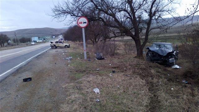 На крымской трассе перевернулась машина: двое пострадали, среди них – ребенок (фото), фото-1