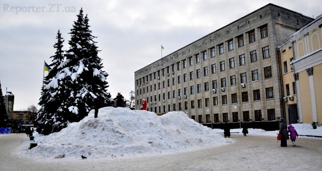 У Житомирі діти знайшли застосування сніжним горам (ФОТО), фото-1
