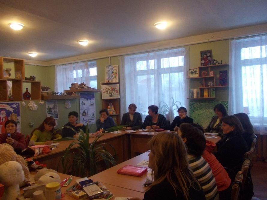 Артемовские педагоги осваивали технику изготовления «накидок на лицо», фото-3
