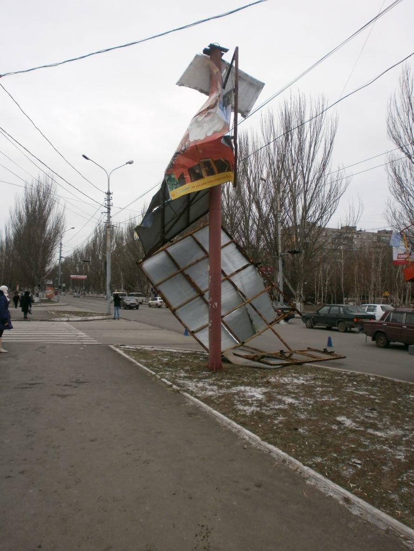 В центре Мариуполя упал билборд (ФОТО), фото-1
