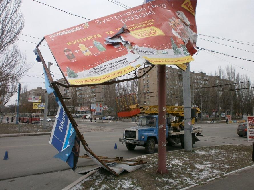 В центре Мариуполя упал билборд (ФОТО), фото-2