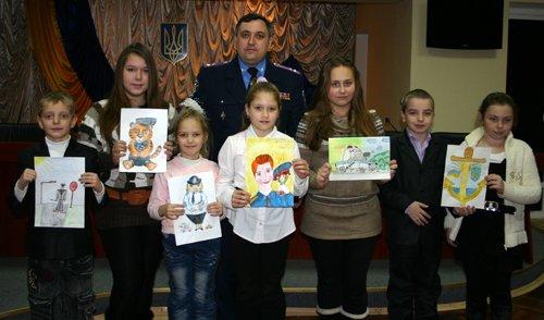 Мариупольские школьники нарисовали  игрушку-милиционера (ФОТО), фото-1