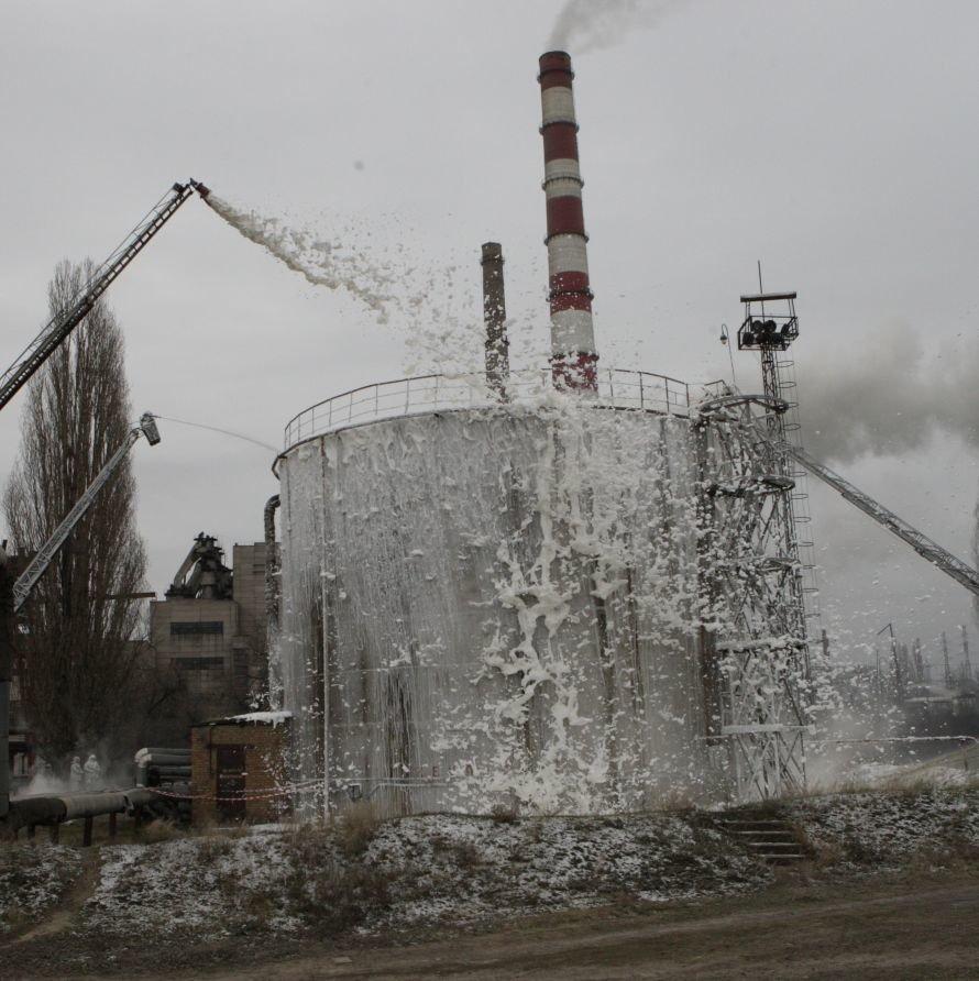 Днепропетровские спасатели не жалели пены и воды, чтобы погасить условный «пожар», фото-1