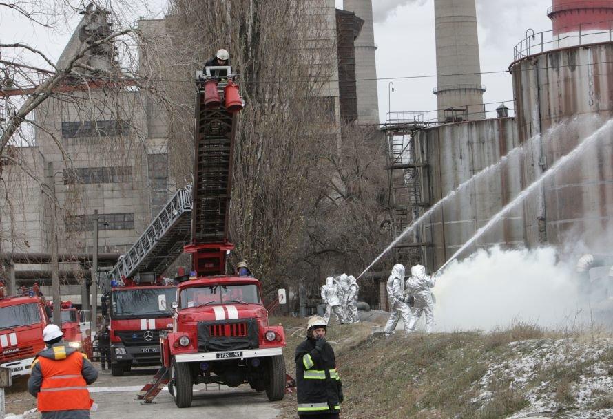 Днепропетровские спасатели не жалели пены и воды, чтобы погасить условный «пожар», фото-2
