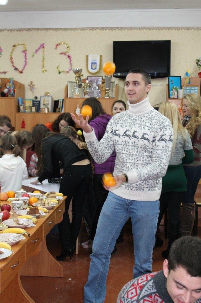 Днепропетровским сиротам подарили фрукты и конфеты (ФОТО), фото-2