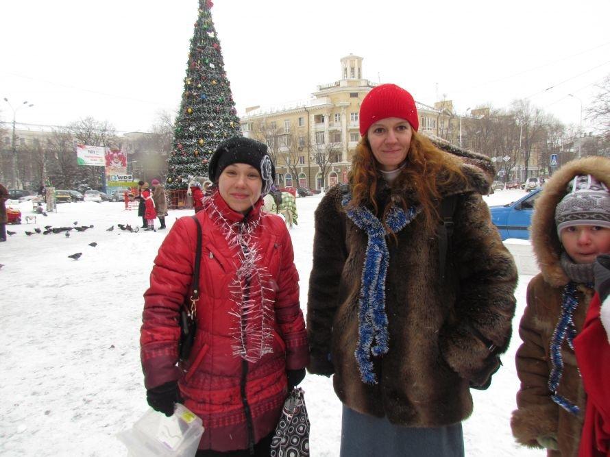 Мариупольчанки надели юбки, чтобы показать, что и в мороз можно быть красивыми (Фотофакт), фото-1