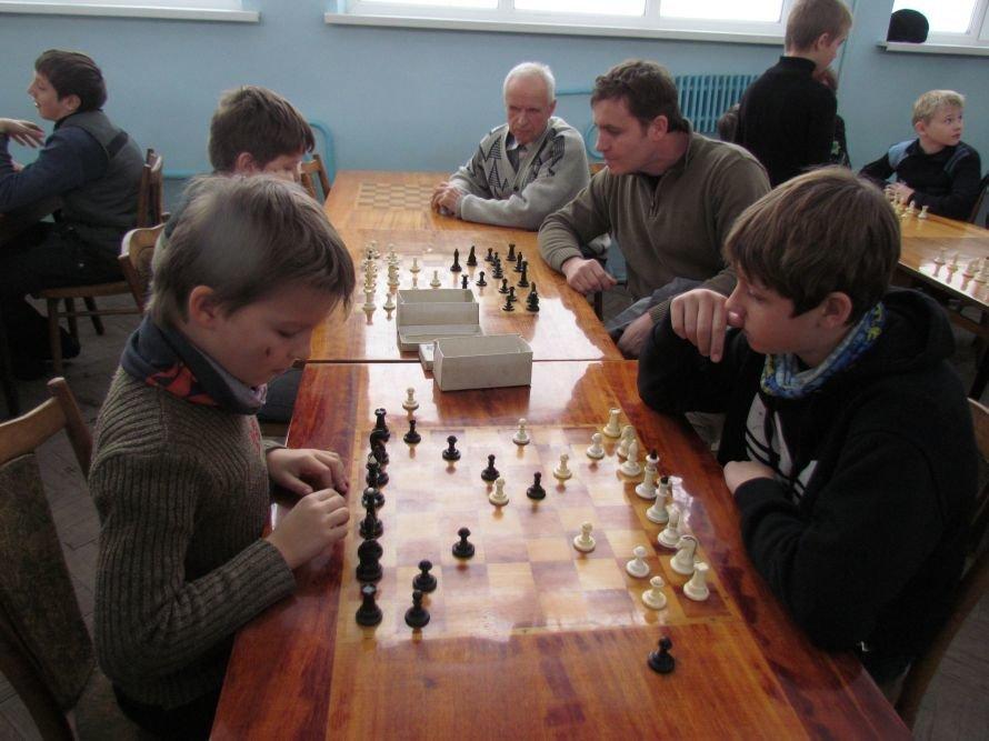 В Мариуполе детям из многодетных семей прививали любовь к шахматам(ФОТО), фото-2