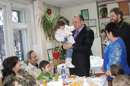 С теплом в сердце к каждому ребенку. Центр опеки, детский дом «Солнышко» и общественные организации принимали поздравления и игрушки, фото-5