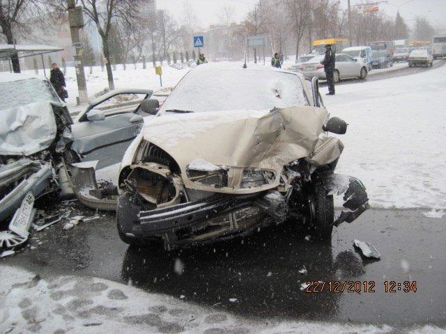 В центре Сум столкнулись три машины (обновлено), фото-1