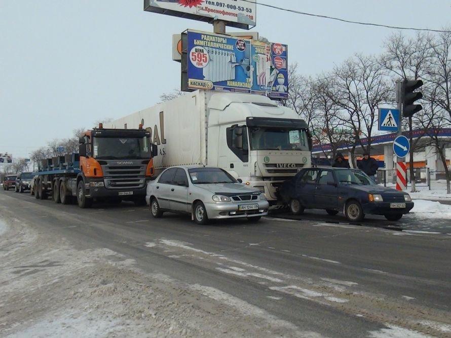 В Мариуполе турецкая фура протаранила украинскую «Славуту» (ФОТО), фото-1