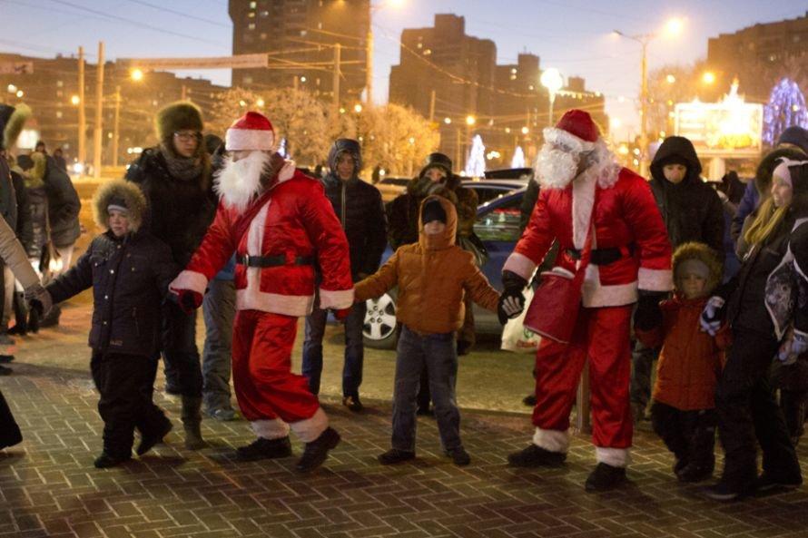 В Чебоксары приехал рождественский караван Coca-Cola (ФОТО), фото-1