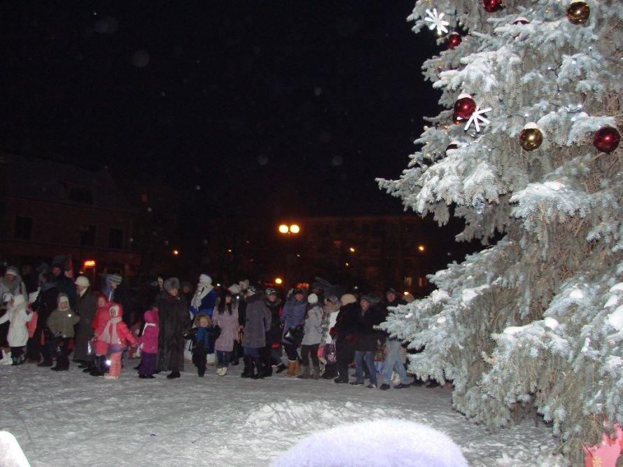 Главная елка Артемовска засверкала новыми огнями, фото-4