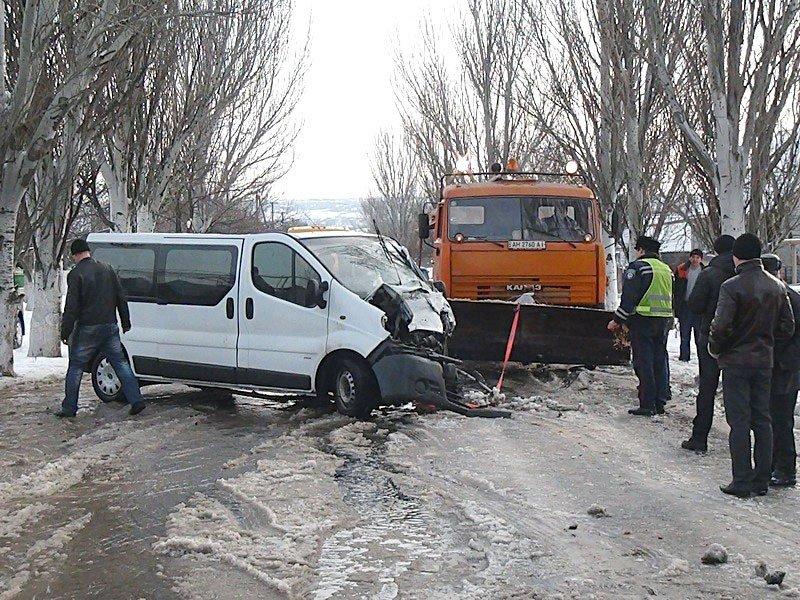 В Сартане микроавтобус врезался в маршрутку. Есть пострадавшие (Дополнено) (ФОТО+ВИДЕО), фото-2
