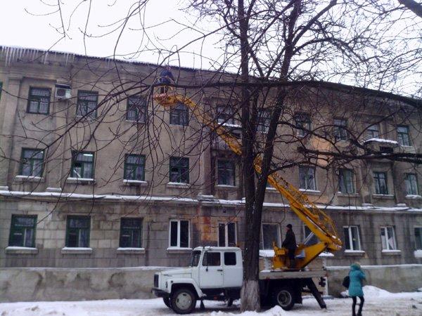 В Донецке крыши чистят коммунальщики, а в Горловке «Компания Вода Донбасса», фото-1