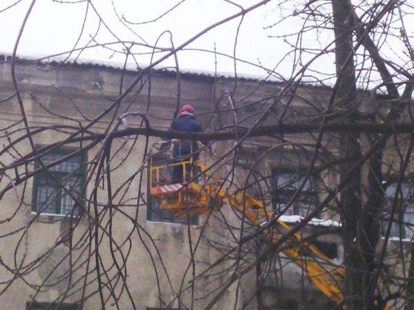 В Донецке крыши чистят коммунальщики, а в Горловке «Компания Вода Донбасса», фото-2