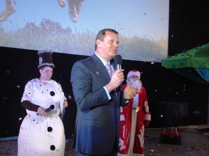 Народный депутат Сергей Клюев приехал в Артемовск с огромным белым медведем, фото-1