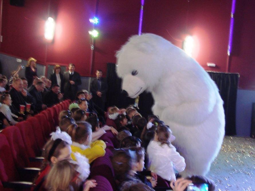Народный депутат Сергей Клюев приехал в Артемовск с огромным белым медведем, фото-4
