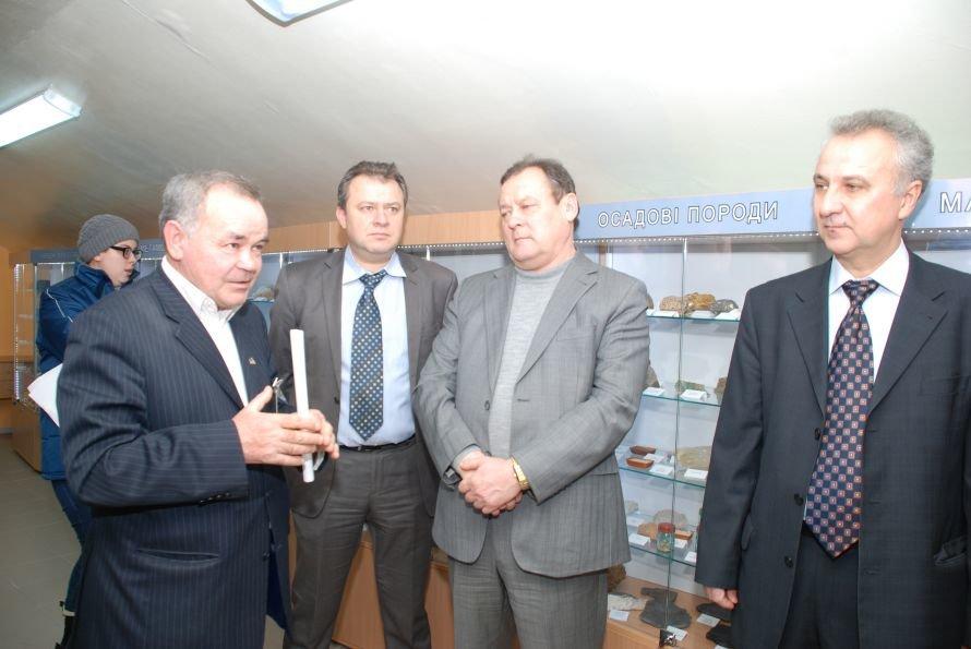 В Луганском университете открылся уникальный музей камней (ФОТО), фото-1